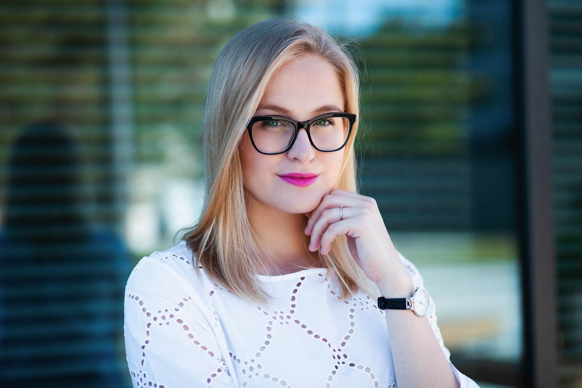 Portrét ženy v exteriéru na CV