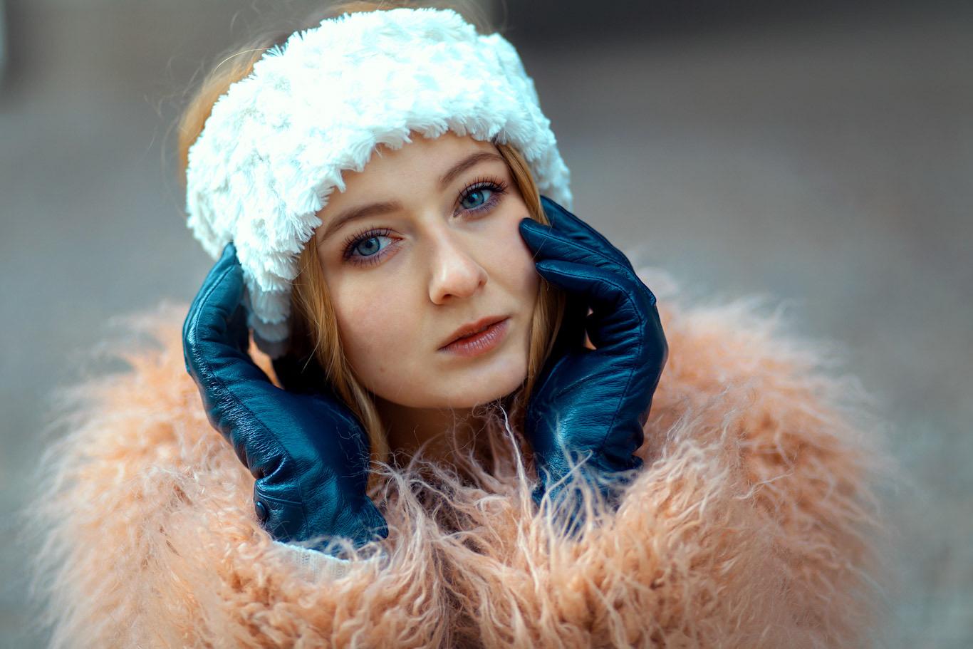 Zimní focení módního portrétu.